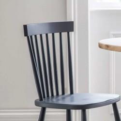 Chaises intérieures en bois gris foncé