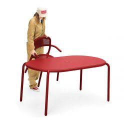 Table rouge de jardin en aluminium