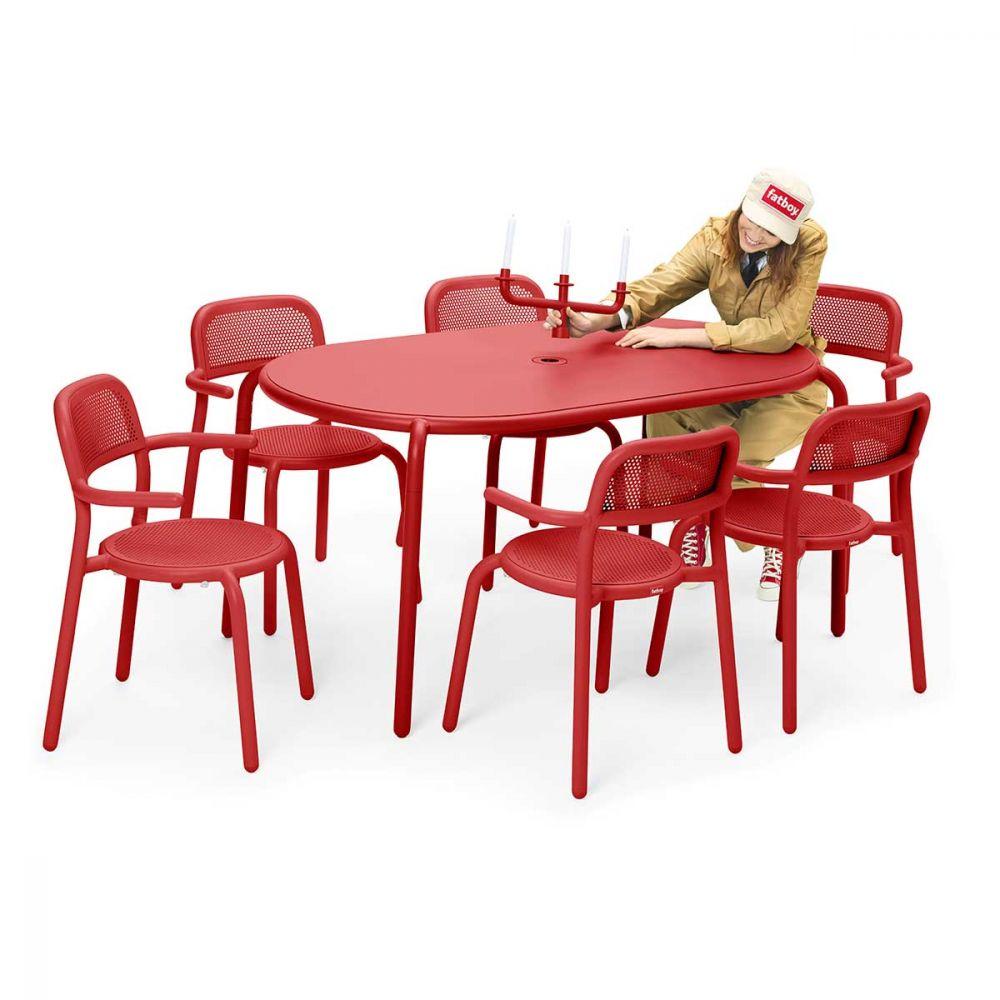 Table en aluminium rouge pour 6 personnes