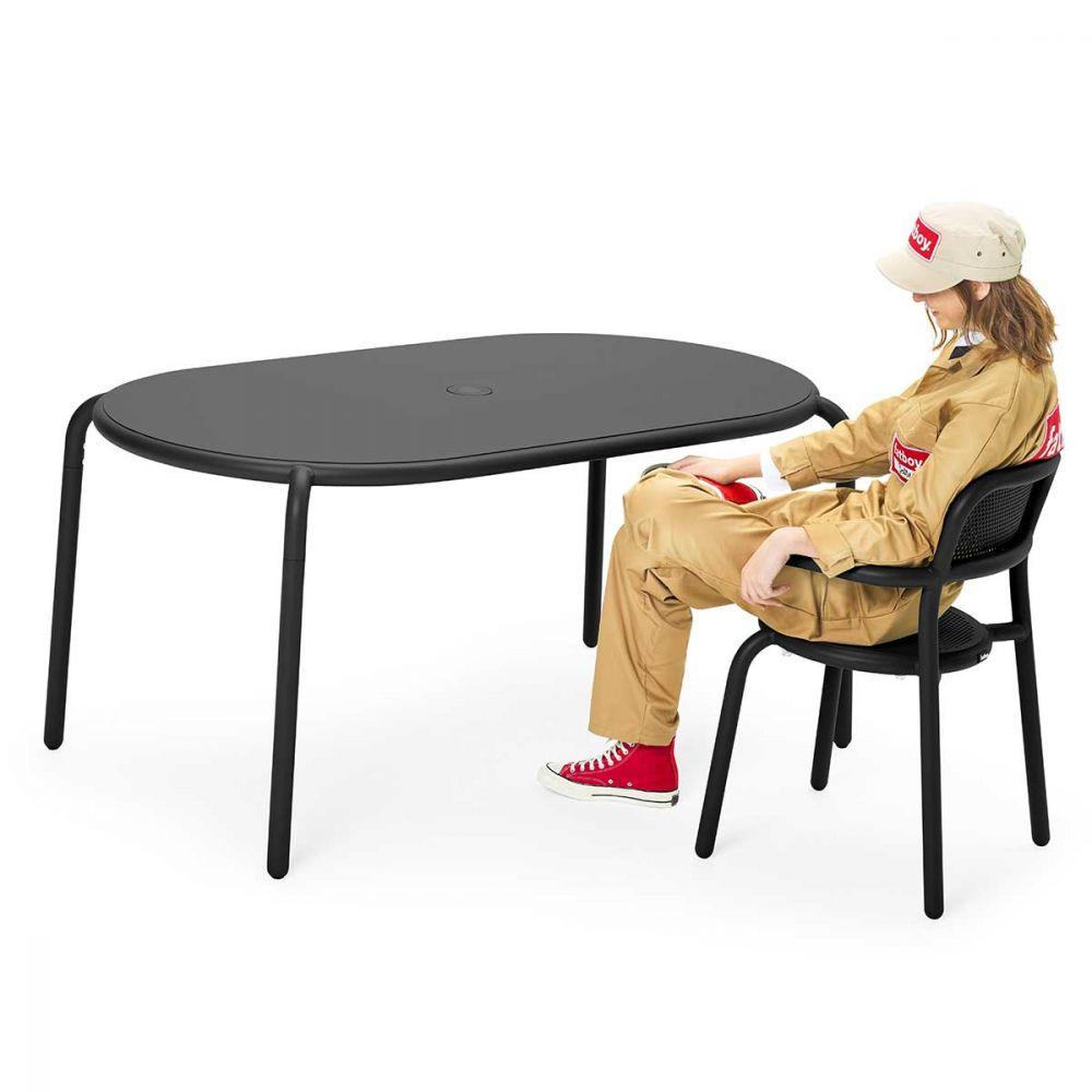 Table de jardin grise
