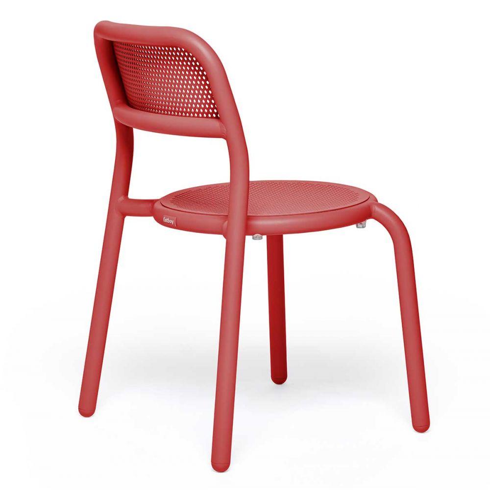 Chaise rouge de jardin