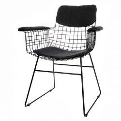 Coussins gris foncé chaise en fil de fer avec accoudoirs